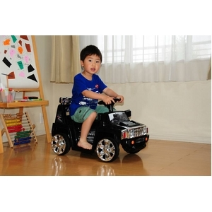 電動乗用R/C(ラジコン) NEW MINI SUV TYPE-A(ハマースタイル) ブラック は子どもが乗って楽しめます。